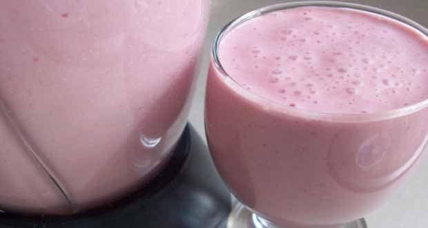 Iogurte de Morango Econômico é fácil de fazer e fica delicioso. Com menos de 10 reais, você faz 1,5 de iogurte de morango para a sua família. Todos vão ama