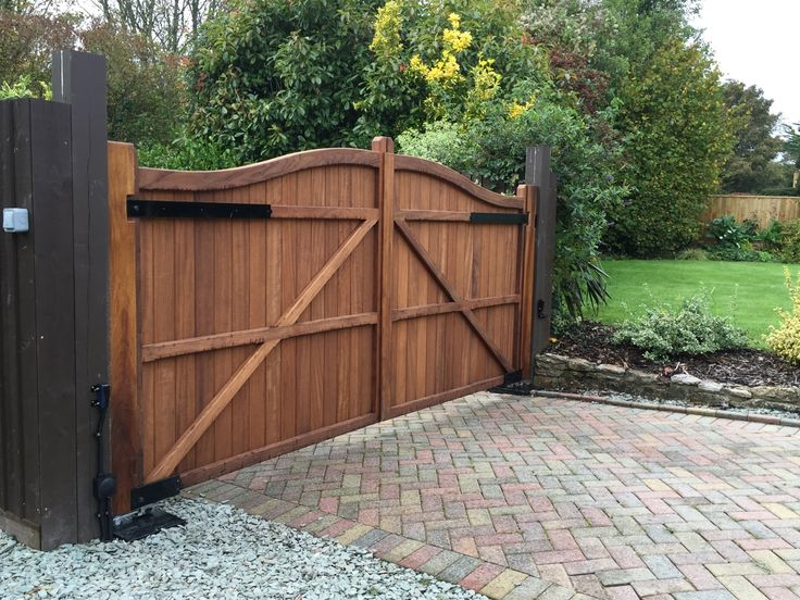 Amazing Electric Gate Constructed From The Finest Iroko Timber Sat On A BFT  Underground Automation System.