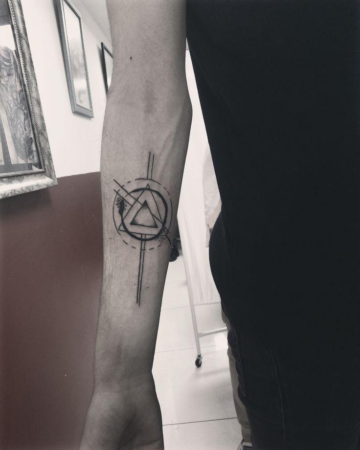 Triangle Tattoos Geometric Tattoos And: Best 25+ Geometric Triangle Tattoo Ideas On Pinterest