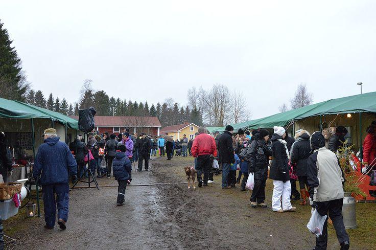 Markkinat ovat osa Valoa Oulu! -valofestivaalia Luuppi, Oulu (Finland)