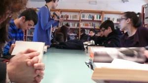 """Dar spazio alla creatività dei ragazzi a partire dalla lettura e trasformare le biblioteche in atelier d'arte: è questo lo spirito del progetto """"La Biblioteca fantastica"""", che coinvolge le  Biblioteche del Sulcis. I sei piccoli comuni che aderiscono all'iniziativa si trasformano infatti in luoghi di creatività ospitando artisti internazionali che guidano i ragazzi delle scuole nella creazione di sculture, collage e disegni...  http://www.gliamantideilibri.it/archives/18342"""