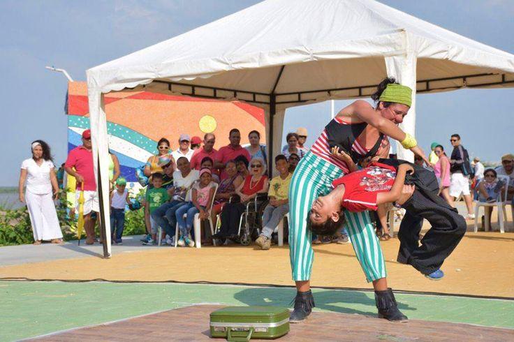 Los espacios en la #capitaldevida se llenan de cultura. El malecón León Caridi es uno de los escenarios para disfrutar de música, danza y color.