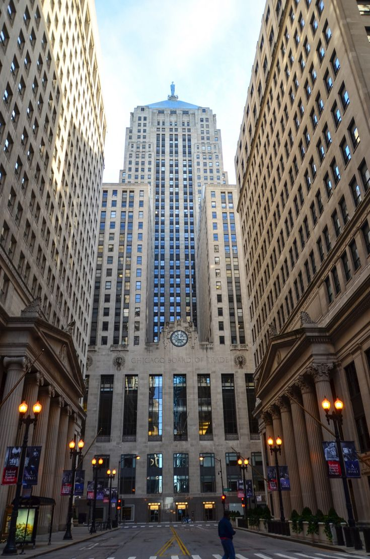 Chicago Board of Trade Building(1930 by Holabird & Root) Holding court at the south end of LaSalle St., the Chicago Board of Trade Building presides over Chicago's financial district. The regal 45-story skyscraper is the epitome of Art Deco styling.