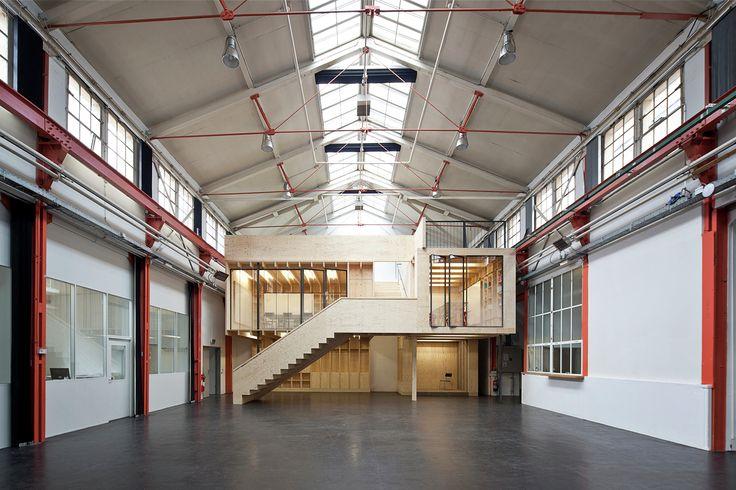 Construído na 2014 na Basel, Suíça. Imagens do Lukas Schaffhuser. O principal salão antiga fábrica de máquinas de Burckhardt, na Basileia, na Suíça, tem sido usado como um espaço para eventos ao longo dos anos. Com...