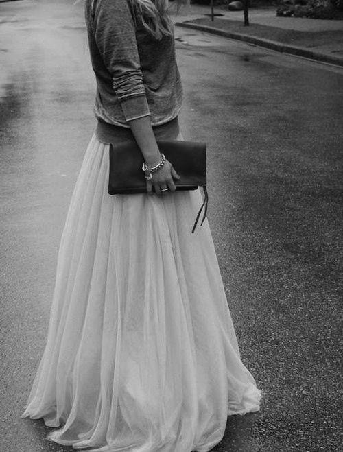 longue jupe - pochette - transparence - jupon