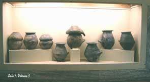 Foto di vasi etruschi: cinerarie villanoviane-museo etrusco