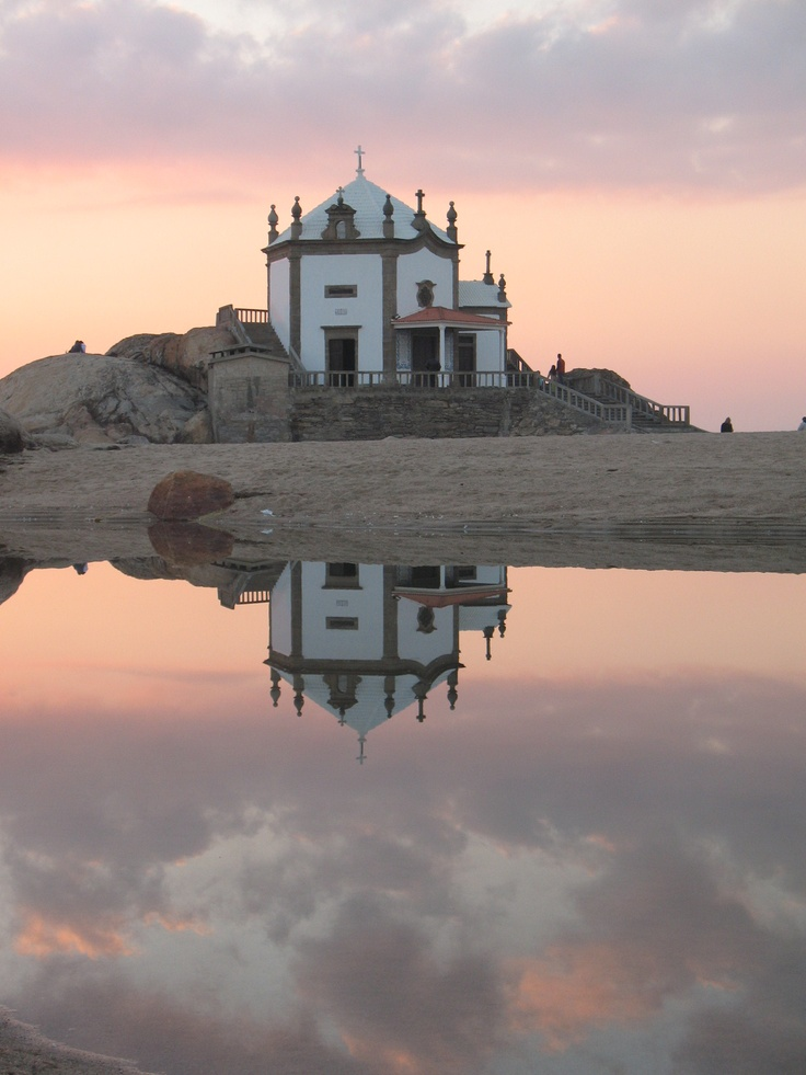 Douro Litoral, Portugal by Nuno Monteiro      http://portugalmelhordestino.pt/fotos_concurso/c6e1b5476c55f9aba72fde66392f5664.jpg
