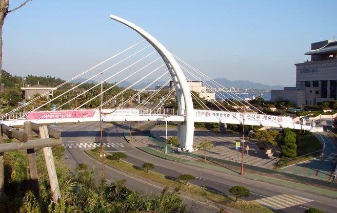 Mokpo Cultural Arts Center Pedestrian Bridge