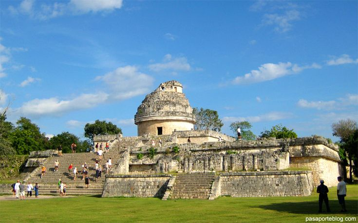 """El Caracol"""" en Chichen Itza muestra el amplio conocimiento de los mayas de la astronomía y del calendario, que incluso mejora nuestro calendario gregoriano, que utilizamos en la actualidad."""