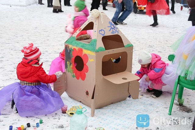 Cardboard Rocket_002 by playandgrow, via Flickr..http://www.cardboardhouse.co.uk........