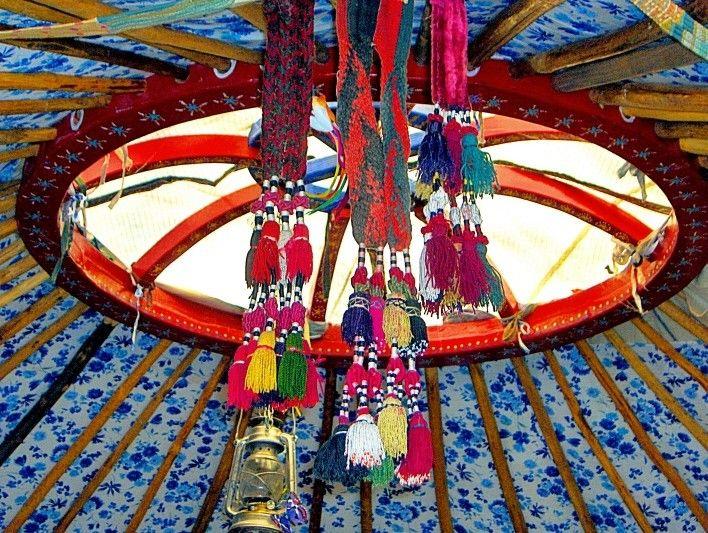 Décoration intérieure de yourte comme on peut en retrouver sur www.ikinat.com, rubrique locations insolites, yourtes. © Yurtao