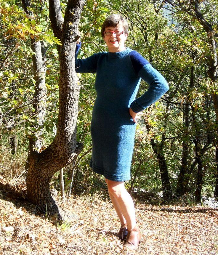 FERLA, an elegant dress in DK-weight wool. Do-it-yourself - knitting pattern from domoras