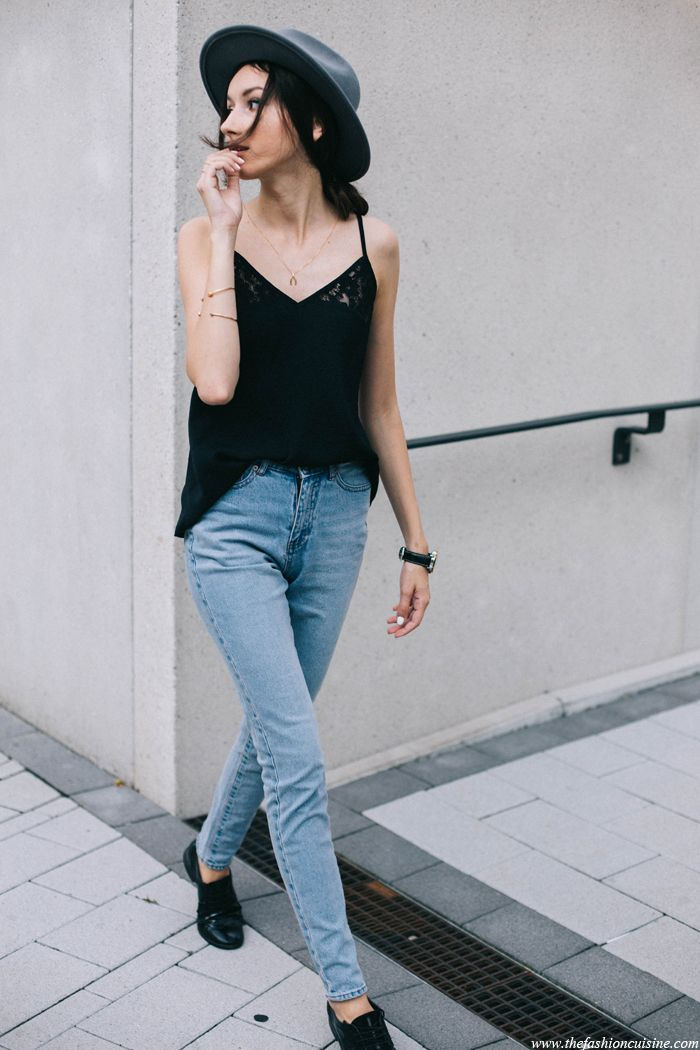 Fashion blogger wearing Brixton fedora hat with highrise jeans and black camisole