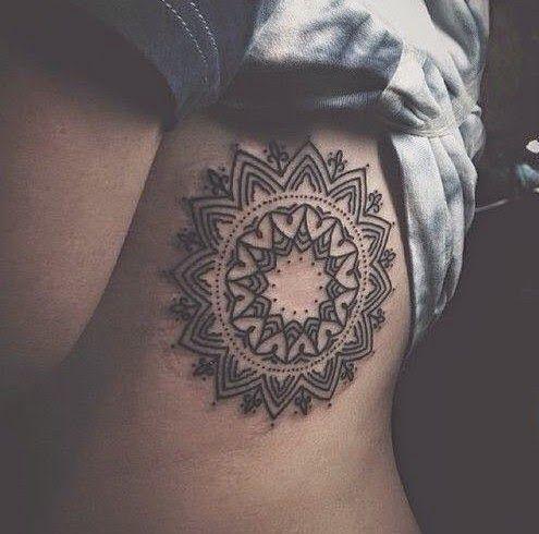 Les 25 meilleures id es de la cat gorie lotus signification sur pinterest sens unalome fleur - Tatouage soleil femme ...