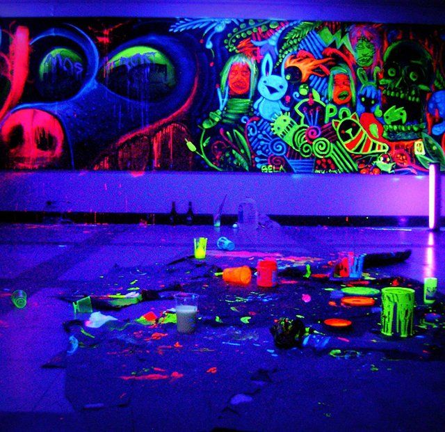Blacklight paint uv mural blacklight photography and art for Black light mural
