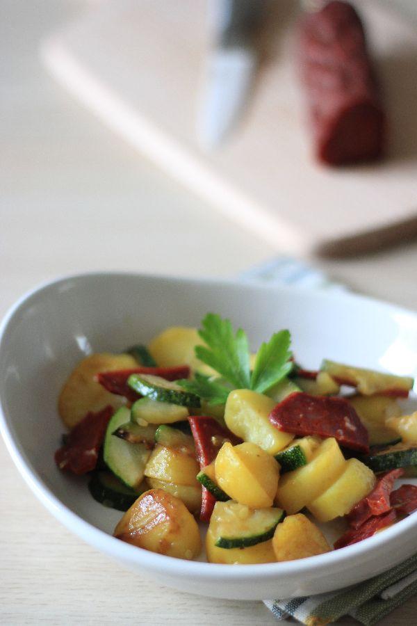 Poêlée légère et ensoleillée au chorizo, courgettes et pommes de terre #recette #poêlée #facile