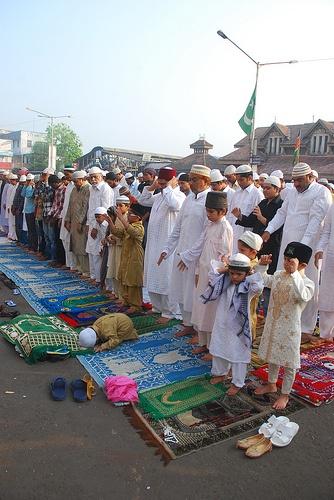 Bakra Idd Namaz Bandra Station 2011