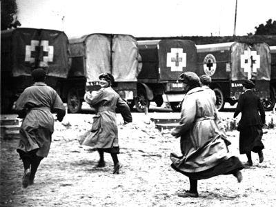 Women run toward their ambulances in First World War