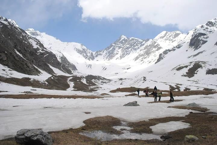 The trekking trail starts at Brahmaur that leads to Hadsar, which is 13 km away, and from Hadsar you ascend and descend to reach Kugti village. To reach the Duggi Plain, you need to pass through the village, and cross a side-stream, and climb along the Budhil Gorge. On the trekking route, you come across Keylong temple and also the temple dedicated to the reigning goddess of Kugti Pass – Murkula Devi.