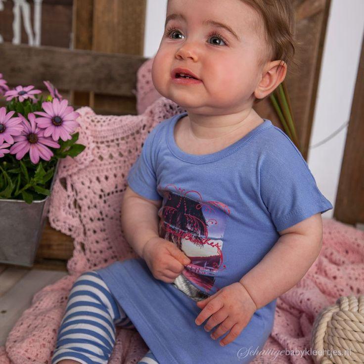 Lief, lila tuniekje van Dirkje met een prachtige fotoprint, van luchtig materiaal, heel zomers.