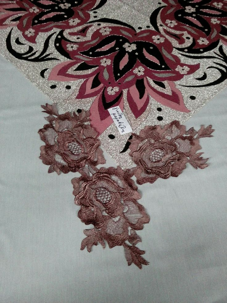 Εντυπωσιακά λασέ τριαντάφυλλα, πωλούντε με το τεμάχιο. Διαστάσεις, 25 εκατοστά φαρδος και 20-23 ύψος. Τιμη 3,50 ευρω το ενα.Σε Χ.Σ ,χαλκινο και γραφίτη. Γιούλη Μαραβέλη τηλ 2221074152