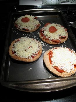 Weight Watchers Recipes- Healthy Lunch Meals....I lived on pitta pizzas. Use high fiber pittas (whole wheat doesn't always have the most fiber, try carb balance kind)