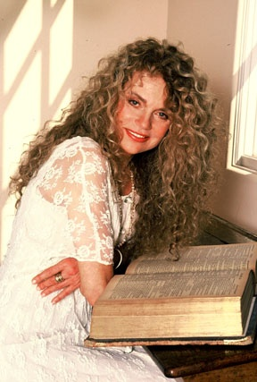 Dyan Cannon  I have always loved her hair.  Never knew mine would look like this after 4 kids!!