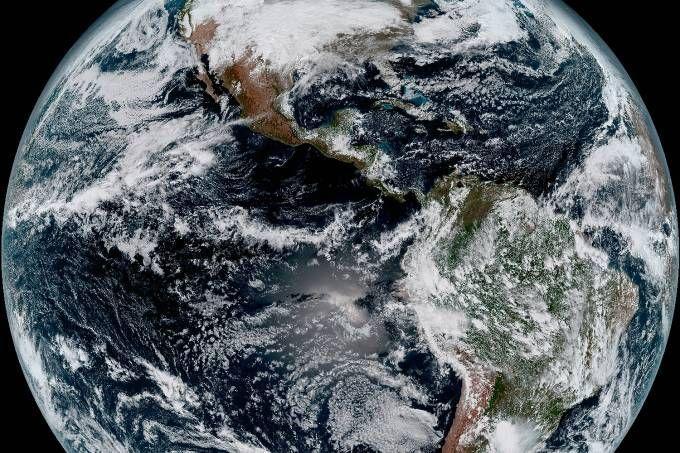 A fotografia mais detalhada da Terra até hoje foi divulgada pelo Departamento de Comércio dos Estados Unidos – e mostra o quanto nosso planeta é, mesmo com todos os problemas, lindo . Com uma resolução quatro vezes maior do que qualquer outra imagem do planeta já feita Foto: Divulgação Nasa