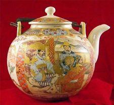 MUSEUM GRADE JAPANESE SATSUMA TEA POT, CC 1800, INTRICATE DETAIL