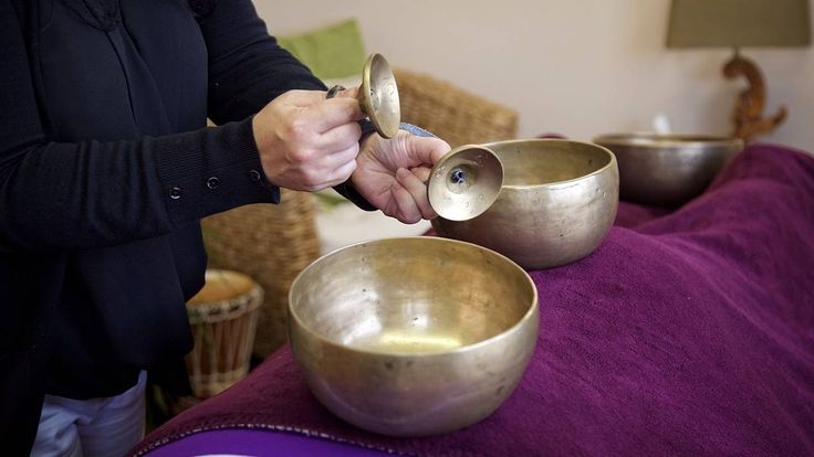 Let the soothing sounds of the Tibetan Singing Bowls take you on a journey through the Chakras (Energy Centres) of the body. This Meditation energises the body.