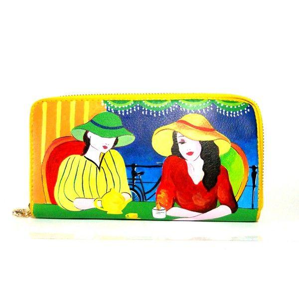 Po31 Portafoglio giallo in pelle dipinto a mano Signore che prendono il te  95.00€  Portafogli in pelle giallo dipinto a mano, SIGNORE CHE PRENDONO IL TE, modello zip giallo dai colori vivaci.