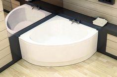 Une baignoire d'angle compacte arrondie pour une petite salle de bain.