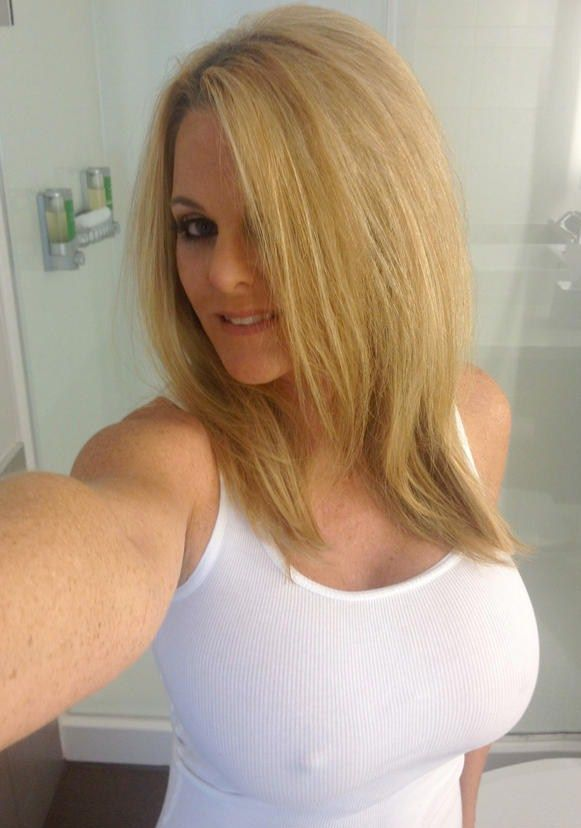 Hot Amateur MILFs and Sexy Naked Moms