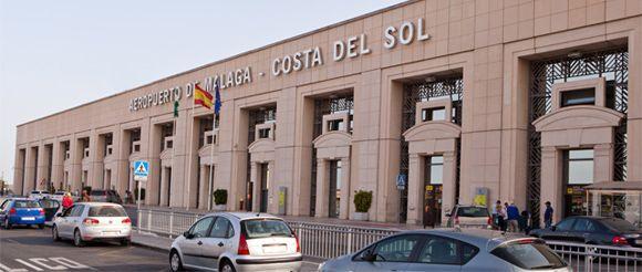Málaga airport - Een mooi en overzichtelijk vliegveld. Dichtbij het centrum van Malaga. Informatie over aankomst- en vertrektijden, openbaar vervoer en andere informatie over het vliegveld van Málaga hebben we hier op een rijtje gezet: http://www.beleefmalaga.nl/informatie/vliegveld-malaga/