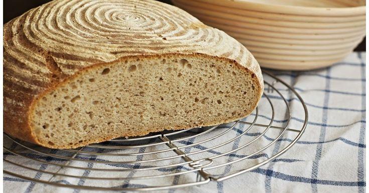 Na první kváskový chléb jsem si musela počkat a péct nějaký ten týden chleby z droždí. Čas od času jsem se v pekárně nebo v obchodě se zdrav...
