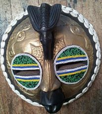 africanartonline.com - Round African Beaded Mask, Hand carved in Ghana by Wisdom Nyarku Free shipping to USA, Canada, UK, Australia, New Zealand (http://africanartonline.com/round-african-beaded-mask/)