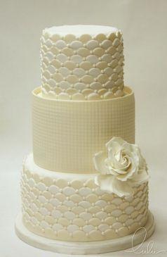 Crème bruidstaart met 3 lagen