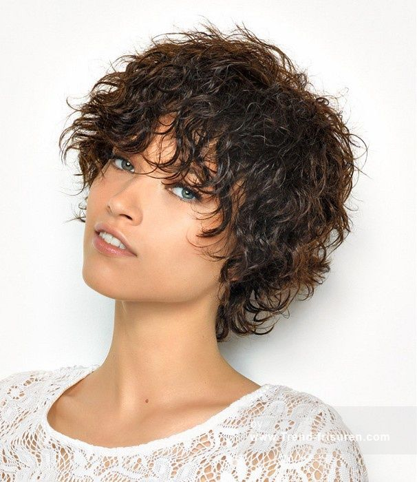 SAINT ALGUE Kurze Braun Weiblich Curly Wet-Look Shaggy Frauen Haarschnitt Frisuren hairstyles