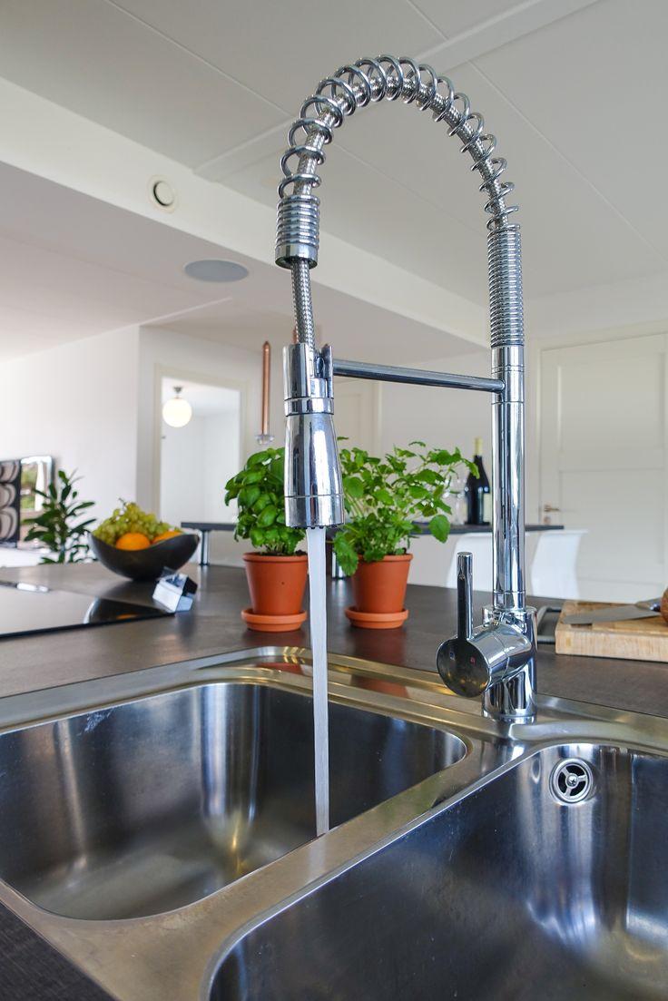 Praktisk och snygg blandare i köksö