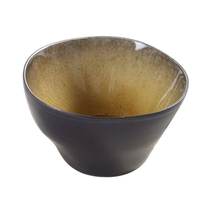 Sausjes of snacks serveren? Dit Pure kommetje van Serax is de perfecte manier! Het bijzondere keramiek en de warme kleuren zorgen voor een unieke look op tafel. De kom is geschikt voor gebruik in de magnetron en dus ideaal om sauzen op te warmen.
