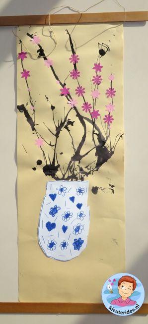 Chinees schilderij met kersenbloesem in Chinese vaas 3, thema China voor kleuters / Kindergarten Chinese painting and blossom, China theme