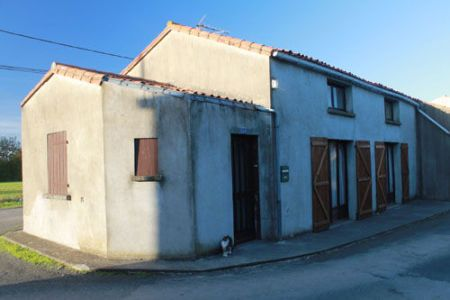 House for sale in Coulonges-sur-l'Autize, France : Renovated 3 Bed Property with Large Garden & Outbuildings.