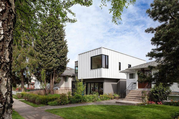#строительство #дизайн #архитектура #Канада #ОООБазисПрофнастил  Grade House — качество против количества. Архитектурная студия Measured Architecture построила частный особняк Grade House в районе Восток Сайд города Ванкувер, Канада.