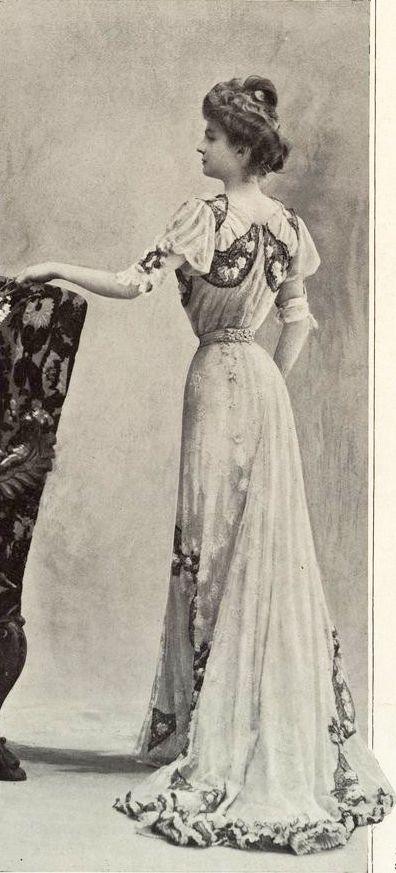 1901 Paris, robe Laferrière