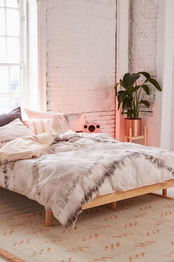 déco bohème chambre lit plante pot tapis sol cuivre