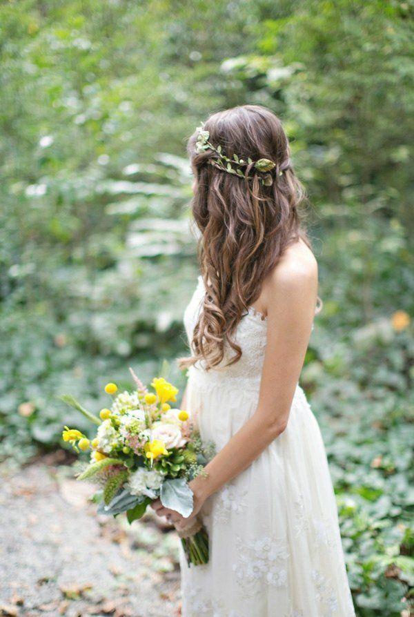 coiffure mariage cheveux longs détachés avec couronne discrète