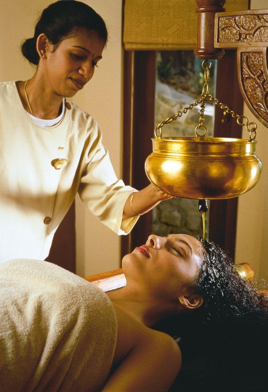 Shirodhara , Ayurvediic Treatment Incredible India tours @ www.tajvoyages.com.au