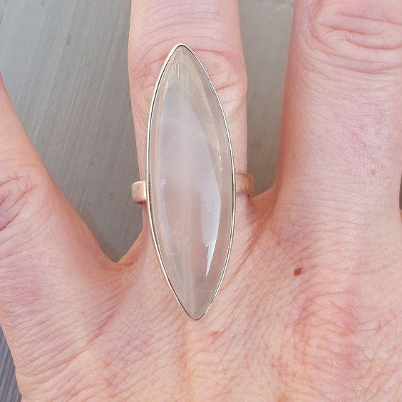 Zilveren ring gezet met marquise cabochon Rozenkwarts 16.5 mm