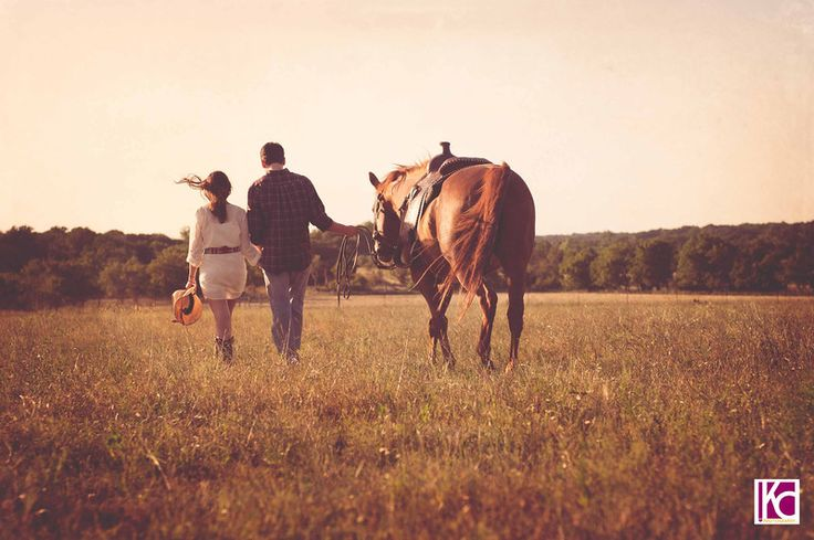 Engagement session on the ranch.  There's something so fabulous about sessions with horses.  Charla+Mark: The Biology of a UT Romance | Austin Wedding Photographer Kelly Cameron » Kelly Cameron