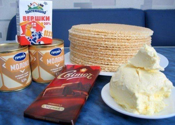 Фото к рецепту: Вафельный торт со сгущенкой и шоколадом.